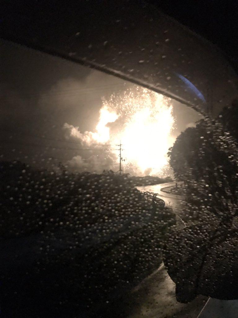 総社の鉄工所の工場が爆発している事故現場の写真画像
