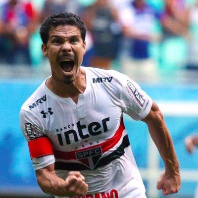 De acordo com o narrador @UlissesCosta31, o meia Hernanes acertou seu retorno ao São Paulo.