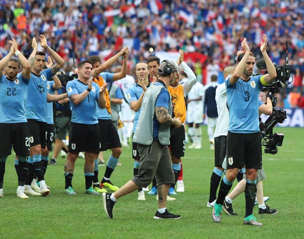 Con enorme tristeza hoy termina el sueño de todos! Muy orgulloso de todos los que forman parte de @Uruguay por el compromiso y la entregada mostrada en todo momento! Muchas gracias al pueblo uruguayo por acompañarnos en nuestro camino, ya sea en la victoria como en la derrota! https://t.co/JEIZF5SEwv