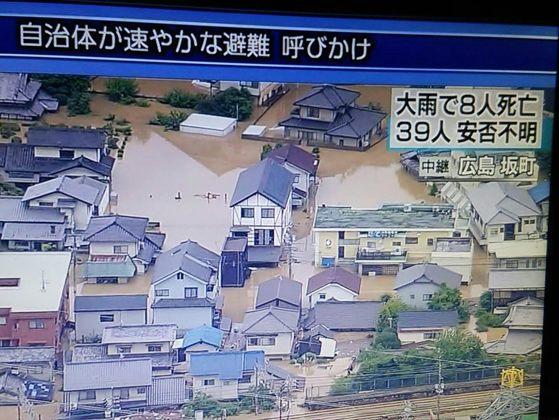 画像,広島坂町にて助けてを求める人います!NHKヘリから#広島 #坂町 #避難 #大雨特別警報 https://t.co/UWgqXX9SkL…