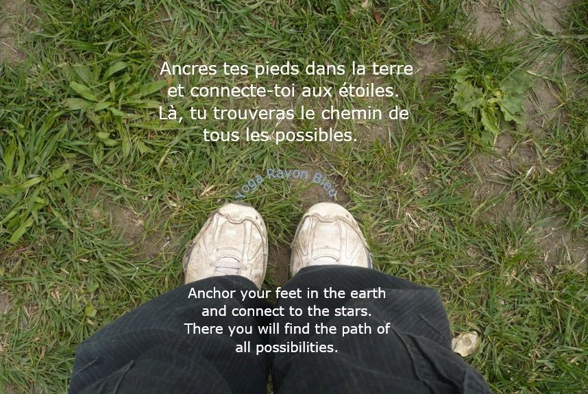 Ancres tes pieds dans la terre et connecte-toi aux étoiles... Anchor your feet in the earth and connect to the stars. There you will find the path of all possibilities. Photo #YogaRayonBleu 2007 Bougival France #yoga #citation #yogafrance #yogalove #yogatime #yogainspiration <br>http://pic.twitter.com/DyUy32C9z6