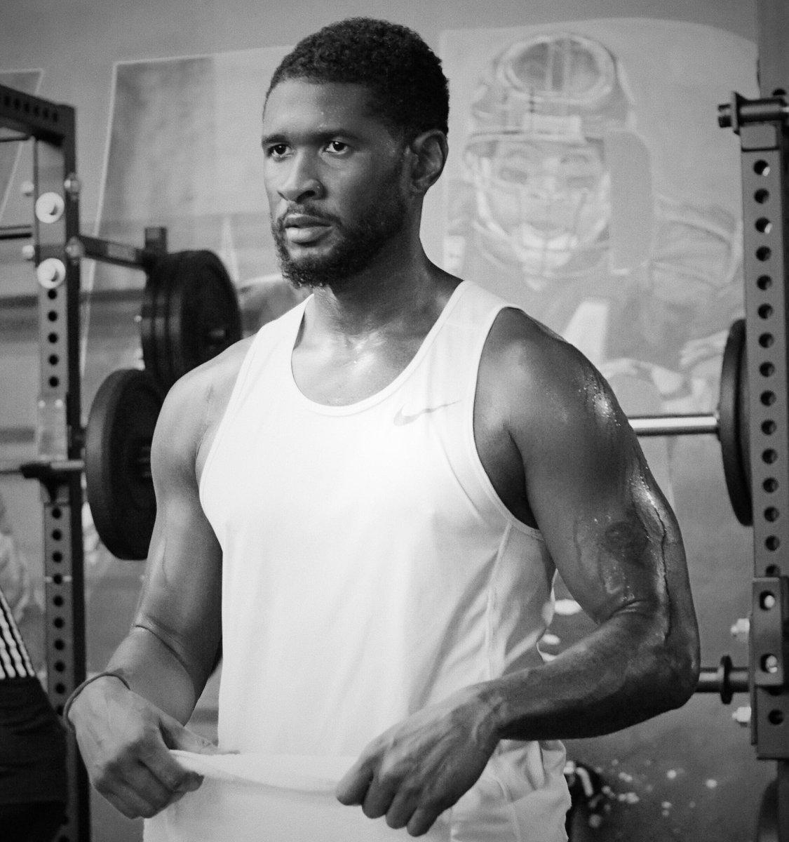 Usher Raymond IV top tweets