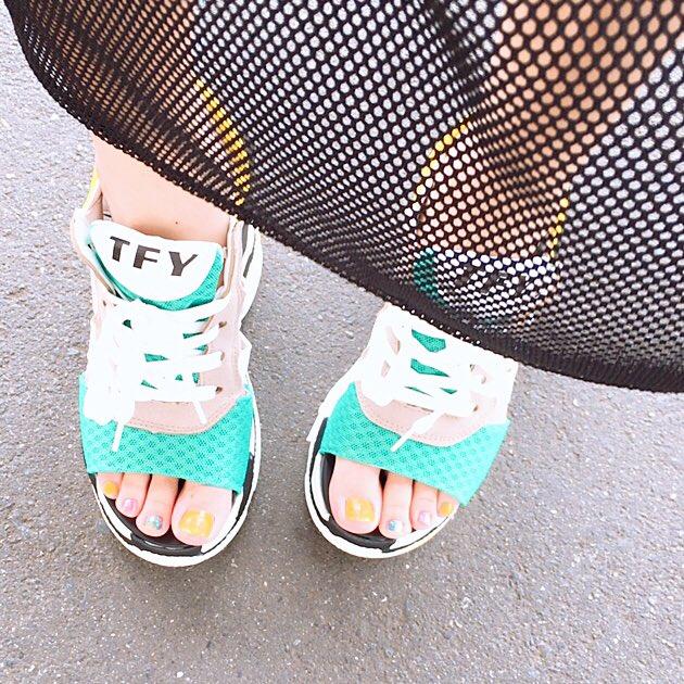 前にツイッターで流れて来た厚底サンダルかわいくて買った☺️超プチプラなのに履きやすくて良い🙆