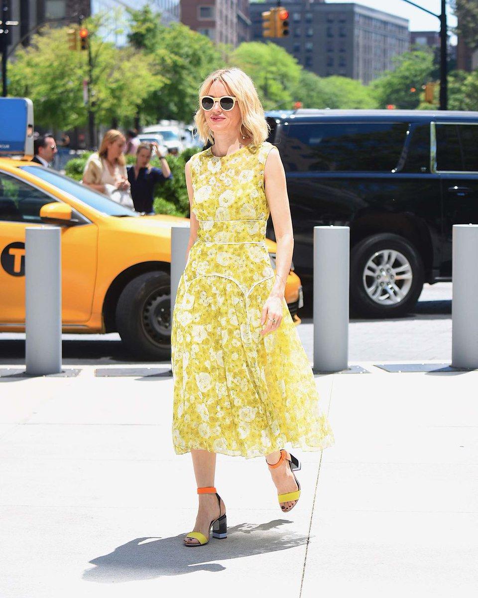 El amarillo es el color que marca tendencia en los looks de invitada,  palabra de 1364c12e00