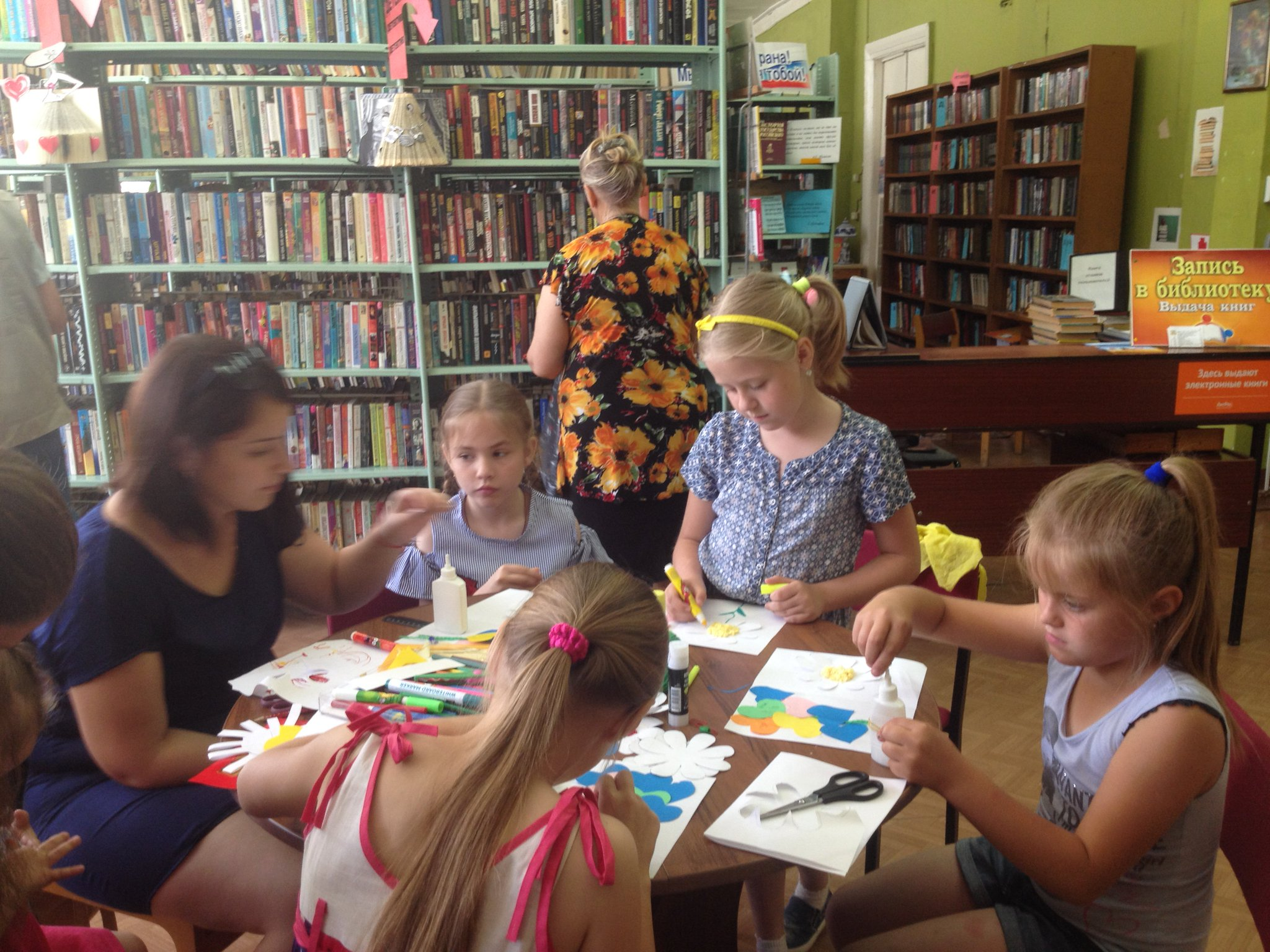 В библиотеке прошел мастер класс по изготовлению открыток, фото