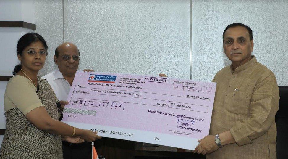 ગુજરાત કેમિકલ પોર્ટ ટર્મિનલ કંપની દ્વારા રૂ. 10.48 કરોડનો ડિવિડન્ડ ચેક મુખ્યમંત્રીને અર્પણ