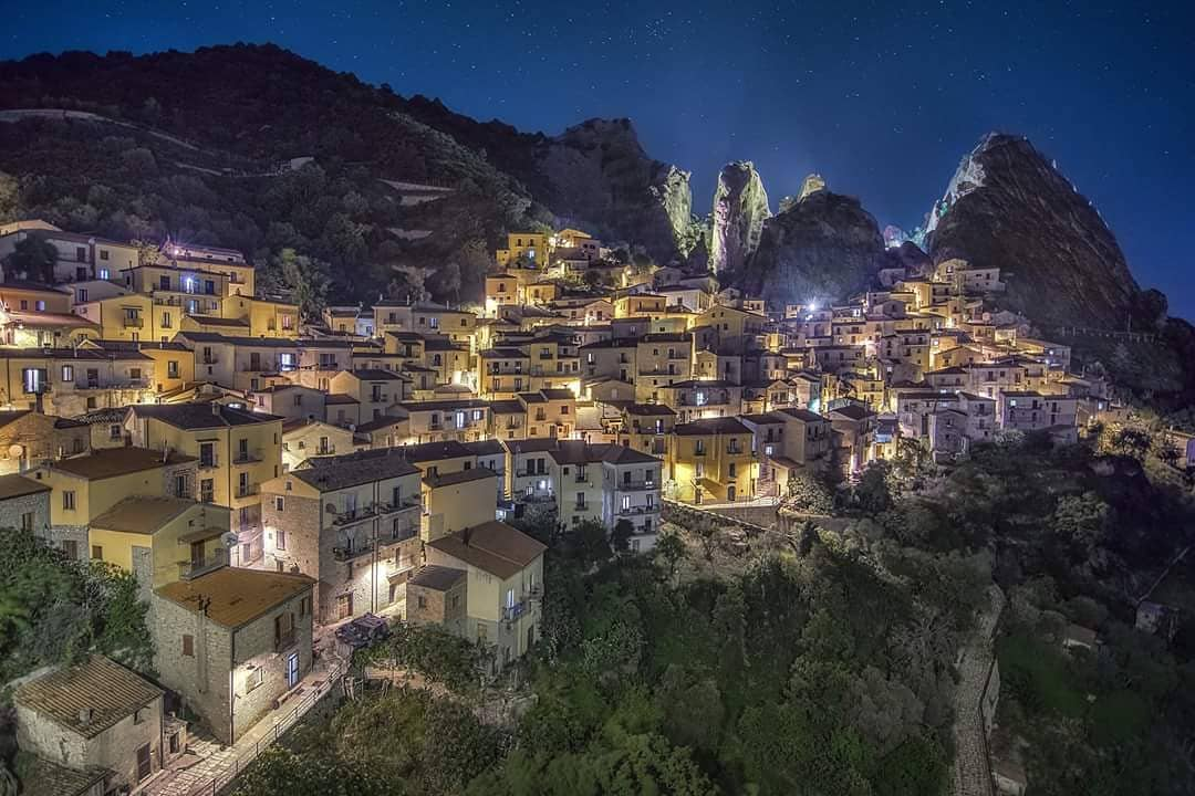 Castelmezzano, Basilicata via @Italia #travel #Basilicata #Italy #beautyfromitaly https://t.co/7dzRuABSjZ