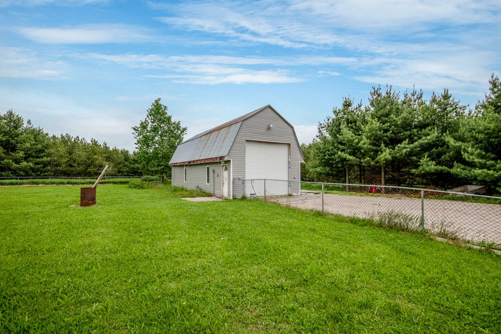 Want your own shop? How about an acre of land?  Don't want to be far from the city?  Call me. I've got something for you. #countrylot #closetothecity #Innisfil https://t.co/iohfp4YTyv