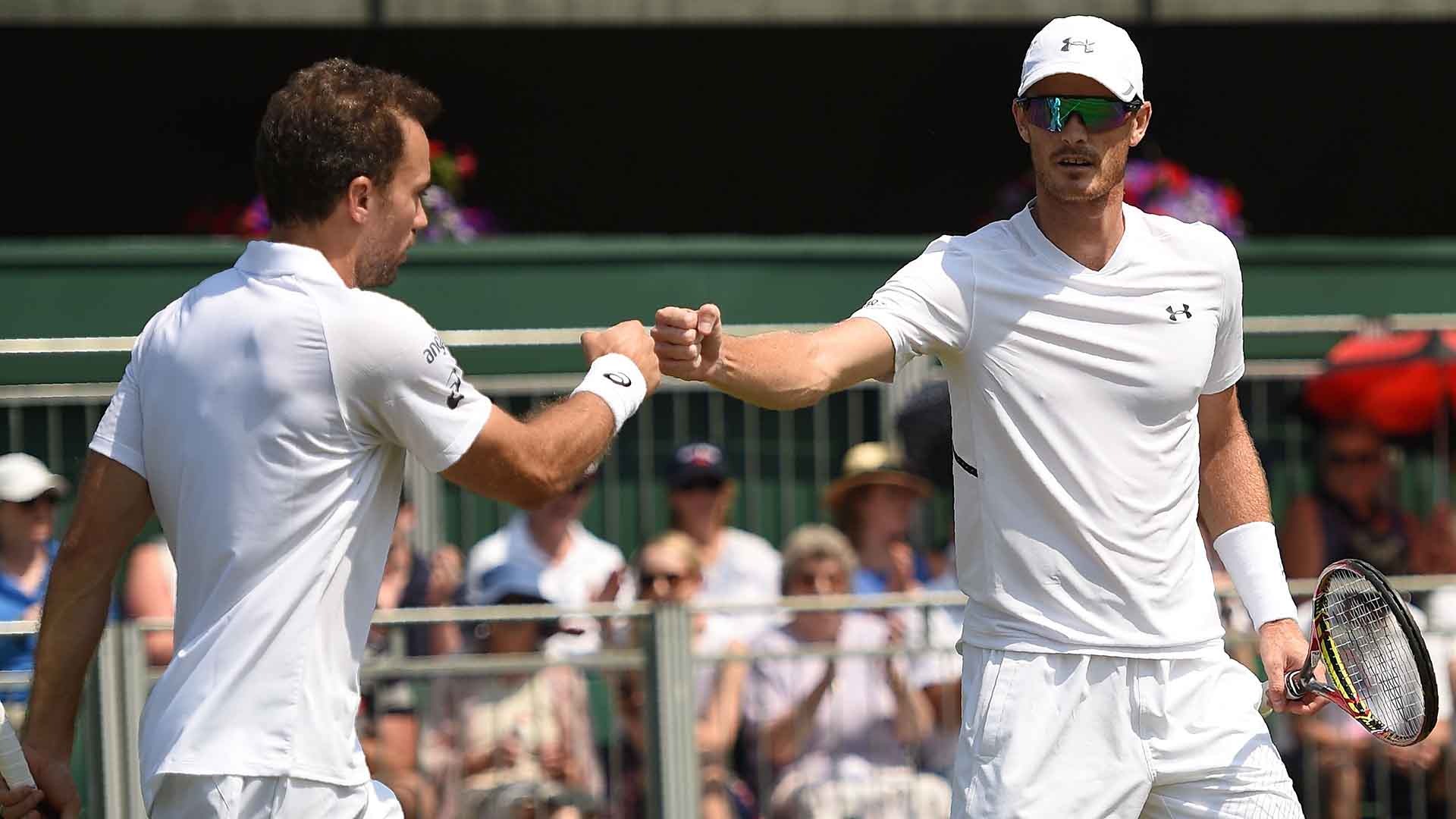 Jamie Murray and Bruno Soares advance to the third round at #Wimbledon.  Read More ▶️ https://t.co/ZnefRiVhUG https://t.co/yHYAOvrDPO
