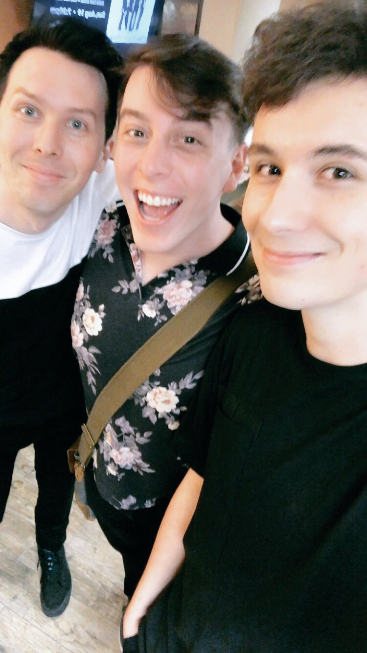 Look who came to see the show! ���� @ThomasSanders https://t.co/d63mLVvKkN