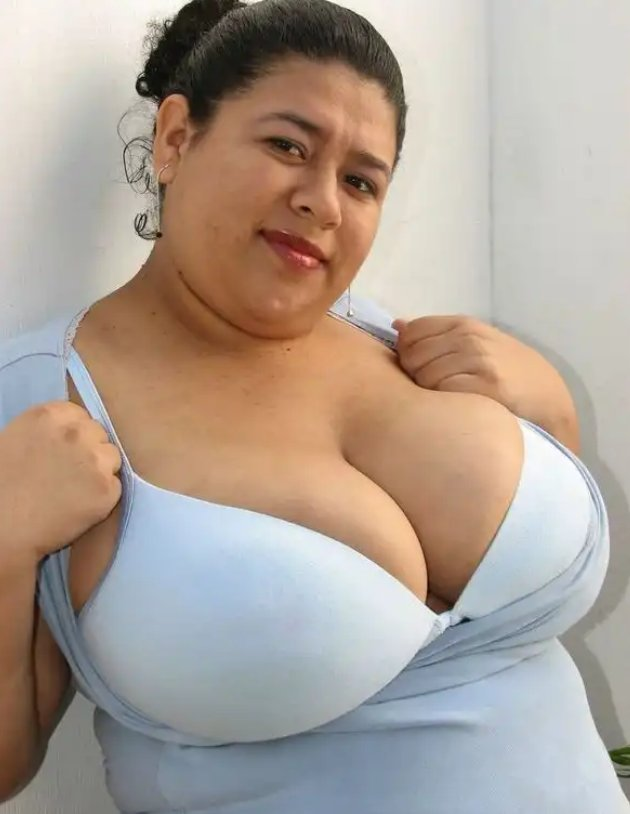 Т толстая с большой грудью секретарши