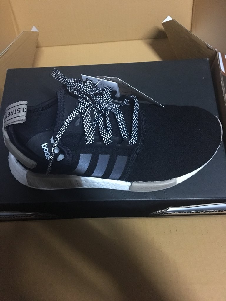 ern в Twitter: ส่งต่อรองเท้า adidas nmd R1 สีดำปลั๊กครีม
