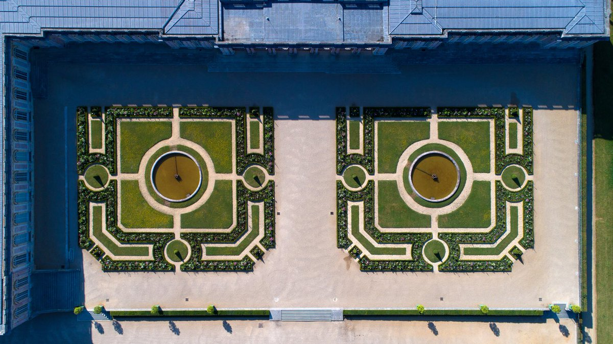 Chateau De Versailles On Twitter Le Jardin Du Grand Trianon Vu