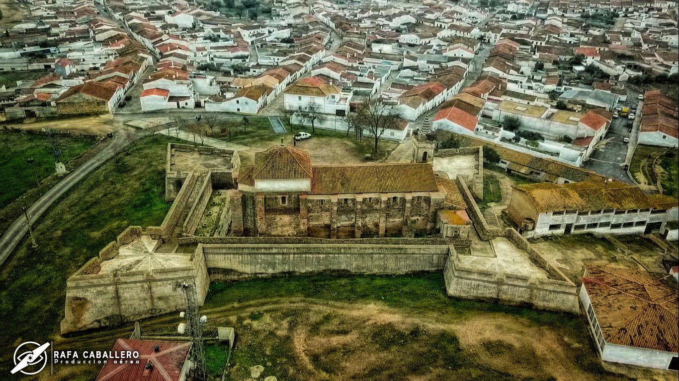 """Rafa Caballero🖤🇪🇦 on Twitter: """"#aVistadeDron Iglesia Castillo ..."""
