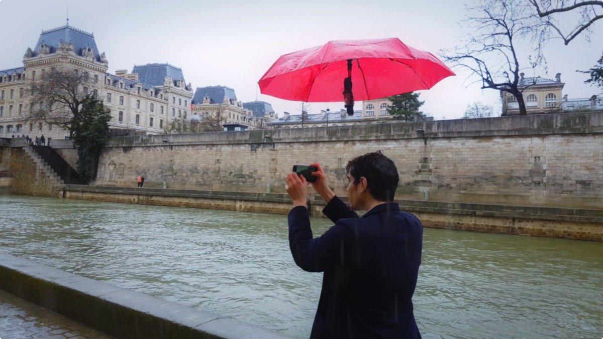 コレですよこれ。傘がようやく進化した感ある。記事内に動画あり。早く実用化レベルに達して欲しい / 手品の世界が現実に! 持ち主を自動追尾する傘付きドローン「DroneBrella」