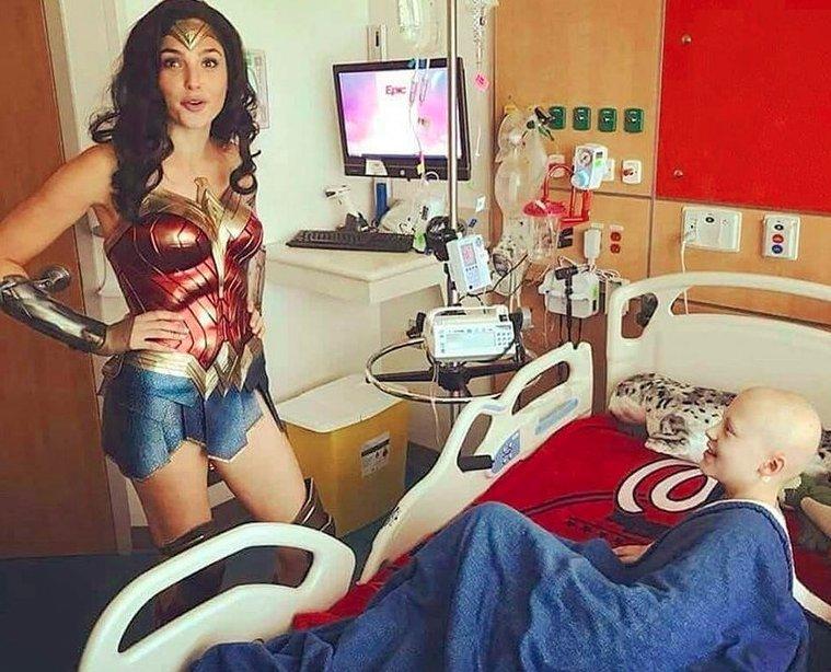 Gal Gadot surprises children's hospital in full #WonderWoman gear https://t.co/2BJ35bQJnM https://t.co/HveE6QSlyP