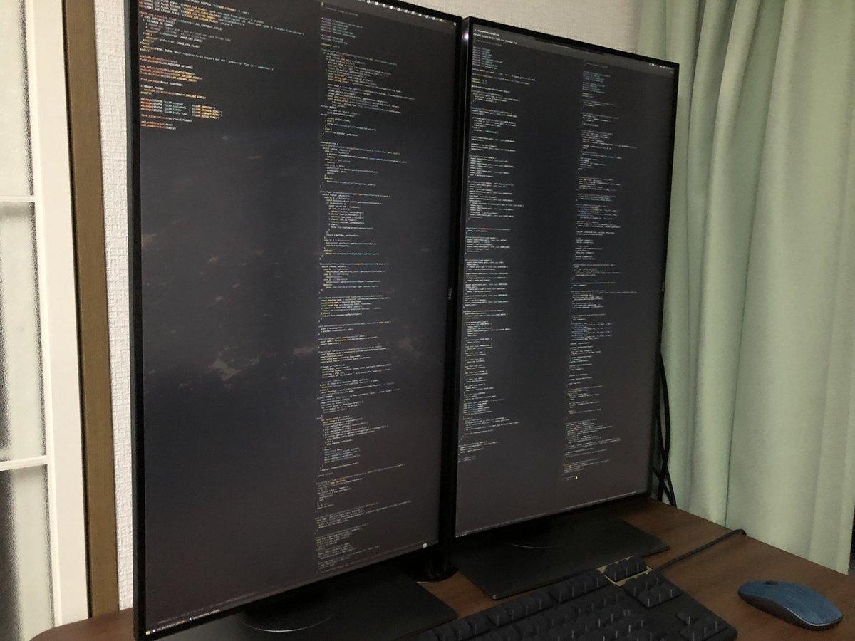 自宅デスクトップ環境、4Kディスプレイを2枚縦置きにしたらすごい範囲見渡せて「うんうんこれだよこれ」って感じ