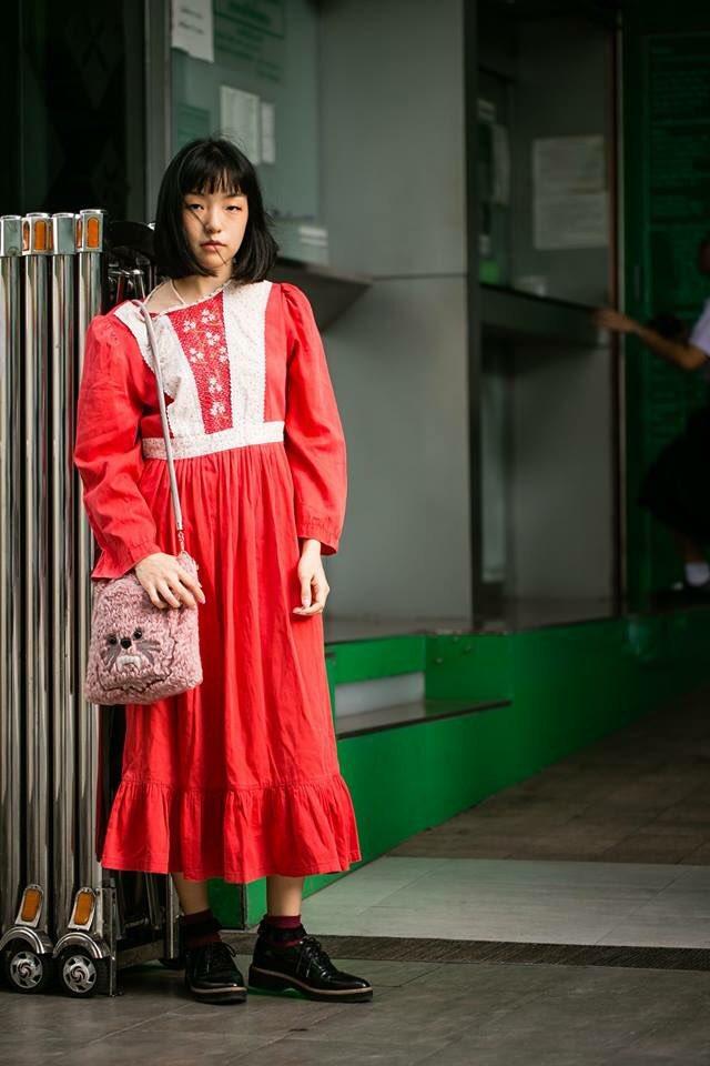 Name: แป้ง ปิยะขวัญ IG: Pangchangtrakul Shirt Vintage , Shoes H&M Location: Siam Paragon   #CHZonstreet #StreetStyle #StreetFashion #StreetThailand pic.twitter.com/oa2lAlwF0F