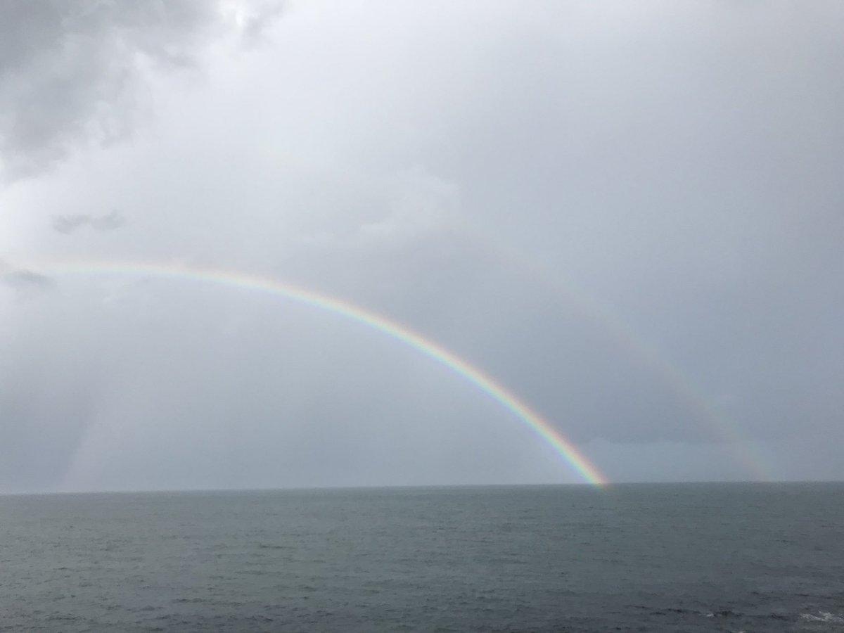 雨が上がって、虹が二重にかかってるの初めて見ました✨