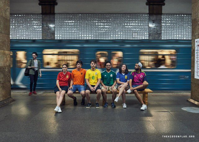 In Russia it's illegal to display the LGBT pride flag. So during the #WorldCup these 6 football fans have formed a hidden rainbow flag with their soccer jerseys, to protest Russia's discriminatory laws in plain sight. #HiddenFlag ✊🏳️‍🌈 https://t.co/I6uvYztGlR