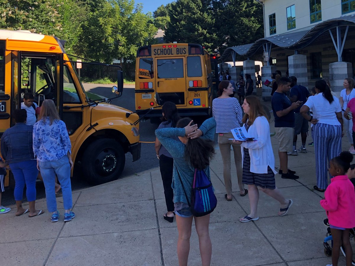 Long Branch welcomes students on the first day of summer school!  🌞 <a target='_blank' href='http://twitter.com/APSVirginia'>@APSVirginia</a>  <a target='_blank' href='http://twitter.com/LCerrudAP'>@LCerrudAP</a> <a target='_blank' href='https://t.co/FQx69WdLfn'>https://t.co/FQx69WdLfn</a>