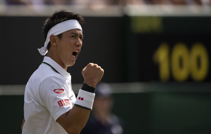 The first Japanese man to reach the #Wimbledon quarter-finals since 1995 🇯🇵 @keinishikori is through with a 4-6, 7-6(5), 7-6(10), 6-1 victory over Ernests Gulbis Foto