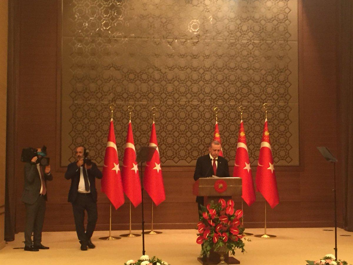 Cumhurbaşkanı Erdoğan yeni yönetim sistemi çerçevesinde yardımcılarını ve bakanları açıklıyor.