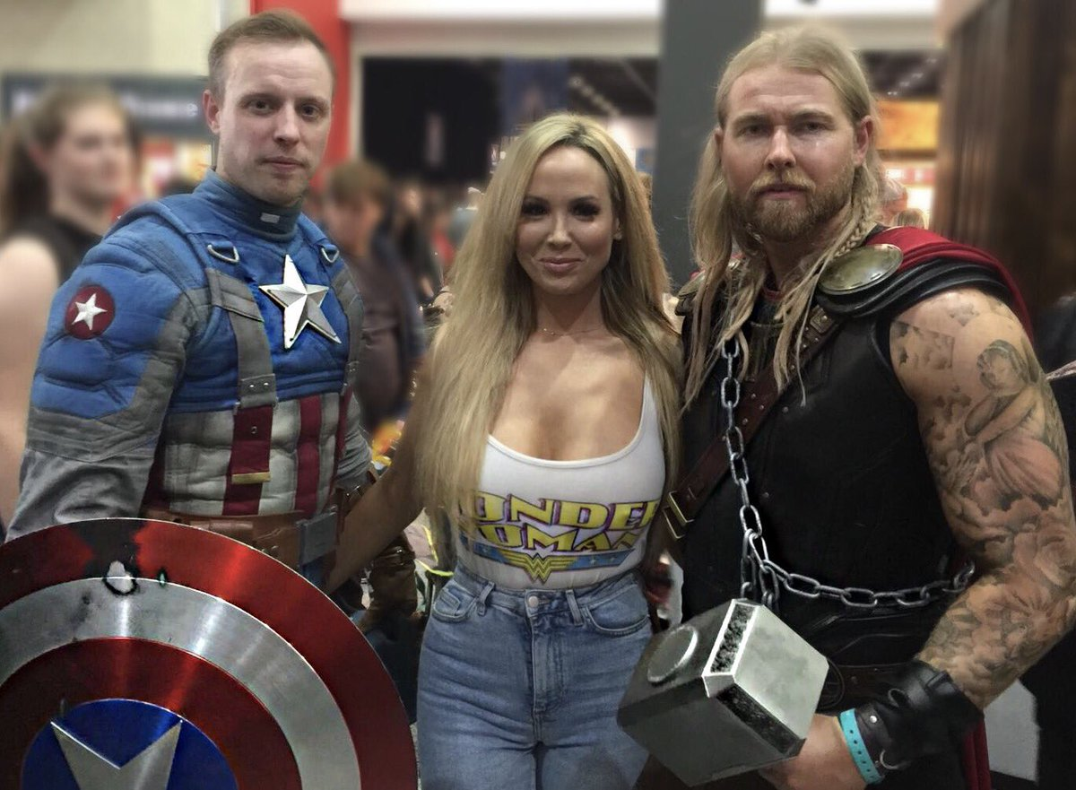 Miss Minnie-xx  - The day I me twitter @_minniemodel captainamerica,marvel,avengersinfinitywar,comicon,excel