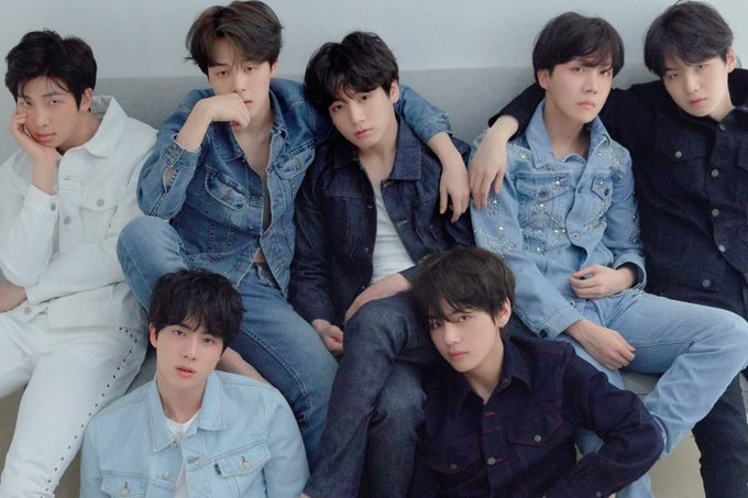 """#BTS's """"Love Yourself: Tear"""" Takes No. 9 On Mid-2018 List Of Top Physical Albums In United States ภาพถ่าย"""