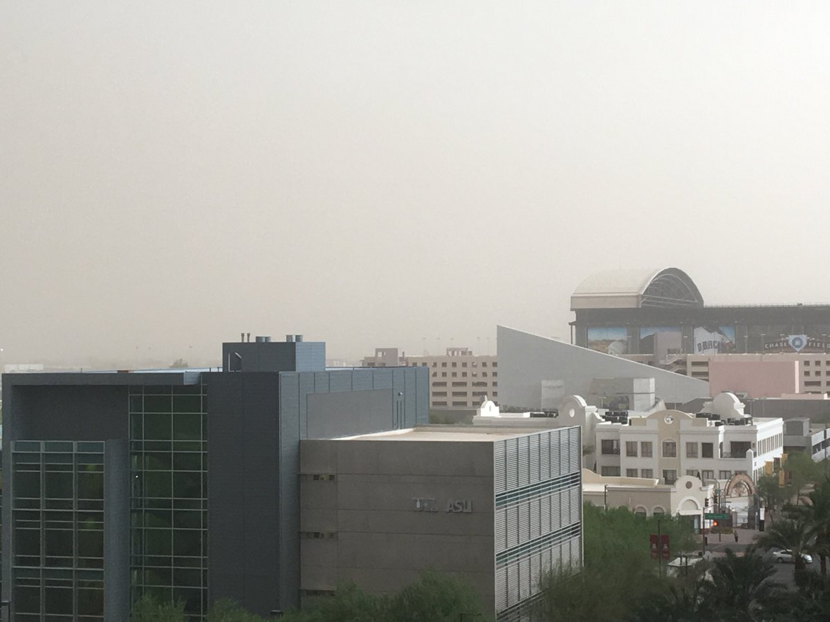 Hey @Dbacks - you might want to close your roof. #monsoon2018 #haboob
