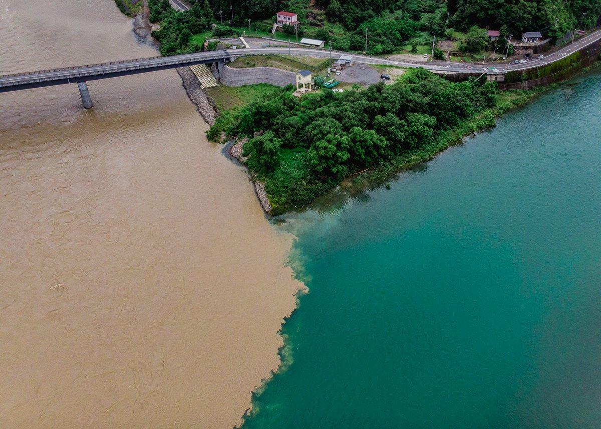 川の合流してるところが二色で良い感じだったので撮ってみました 新宮川/北山川