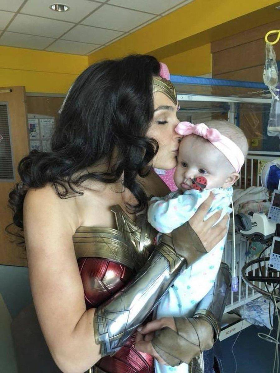 Actress @GalGadot surprised patients at a children's hospital as #WonderWoman ❤️ https://t.co/ggACVfXwkO
