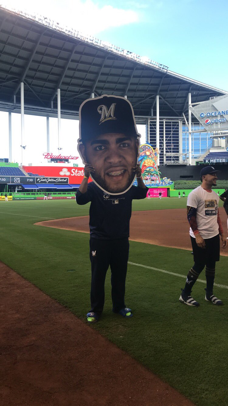 Jesús appears to be getting a big head from all this praise.  Vote: https://t.co/ZGJNZU1cbn  #WeBelieveInJesús https://t.co/U6VARbQ5t7