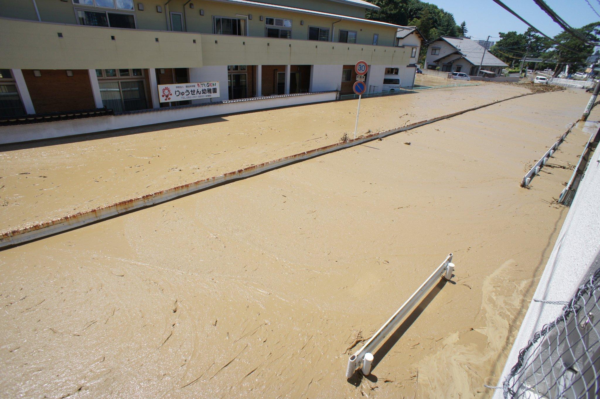 画像,榎川氾濫 #府中町 https://t.co/YuWPJ0CMNV。