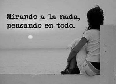 Mirando a la nada, pensando en todo #Frases #BuenMartes 🌬 Foto