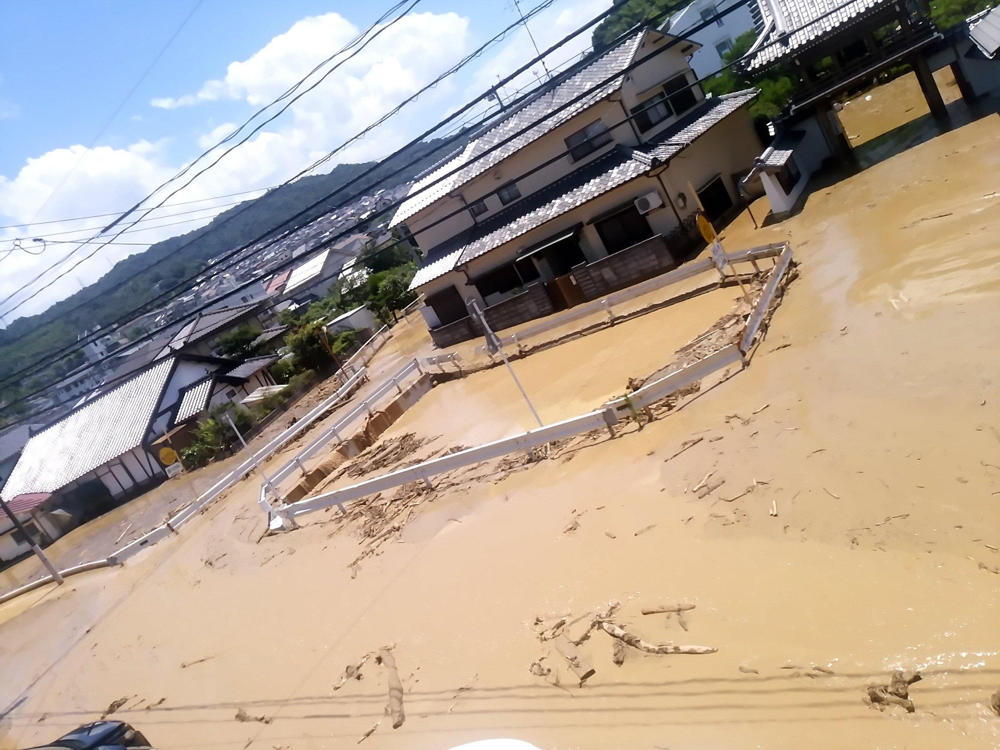 画像,【注意】安芸郡府中町榎川氾濫してますので、ご注意ください。 https://t.co/24hiLMYN9x。