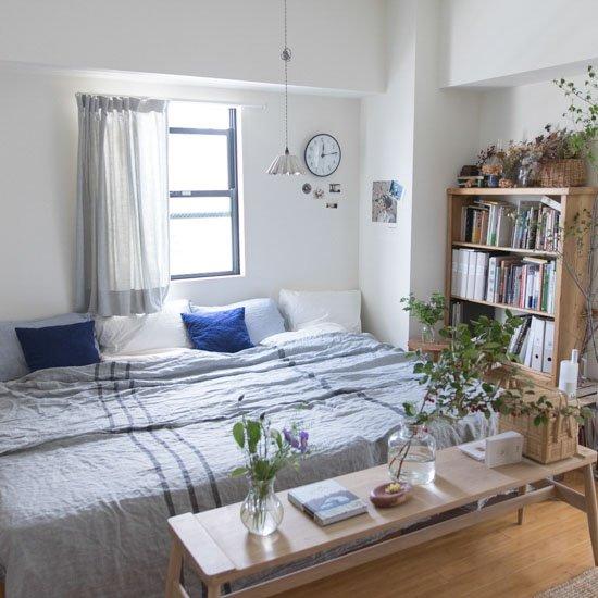 暑くて寝苦しい夜、どう乗り越える?|50平米の賃貸ワンルームに二人暮らしの大谷さん家で見つけた、「マイナス3度」を感じるリビング・寝室のしつらえアイデア▶︎