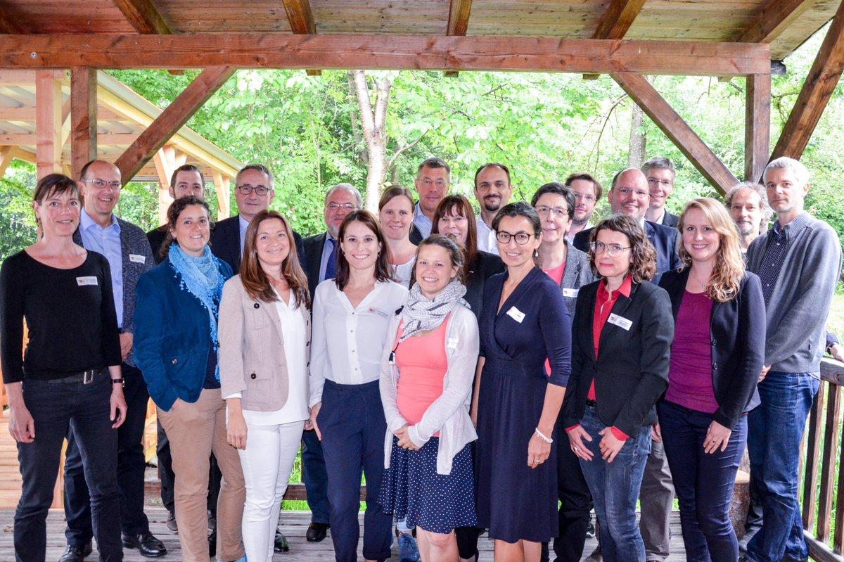 test Twitter Media - Im Wirtschaftsraum Augsburg A³ gibt es bereits zahlreiche Akteure, die sich für nachhaltiges Wirtschaften einsetzen. Sie zusammenbringen und neue Impulse setzen: Das war das Ziel des ersten Nachhaltigkeitstreffens im Waldpavillon Augsburg. https://t.co/6XsoA58Ohn https://t.co/X1Ju0BYKIB
