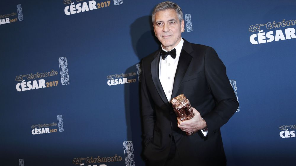 BREAKING: George Clooney has been hospitalized after he was involved in an accident while riding a motorcycle in Sardinia, AP reports  https:// bloom.bg/2u7t9iC  &nbsp;  <br>http://pic.twitter.com/ZzNAcF2kDm