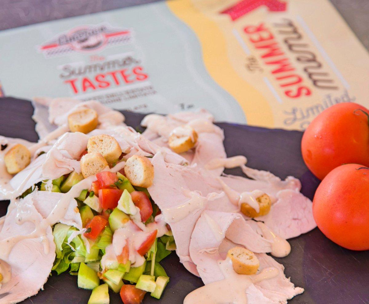 Come si fa a resistere a un piatto così? 😍 Tutto nuovo, tutto da scoprire 👉🏼 TURKEY CAESAR PLATE 🍅 🥗 #americagraffiti #salad #turk https://t.co/Idr4YrntcA