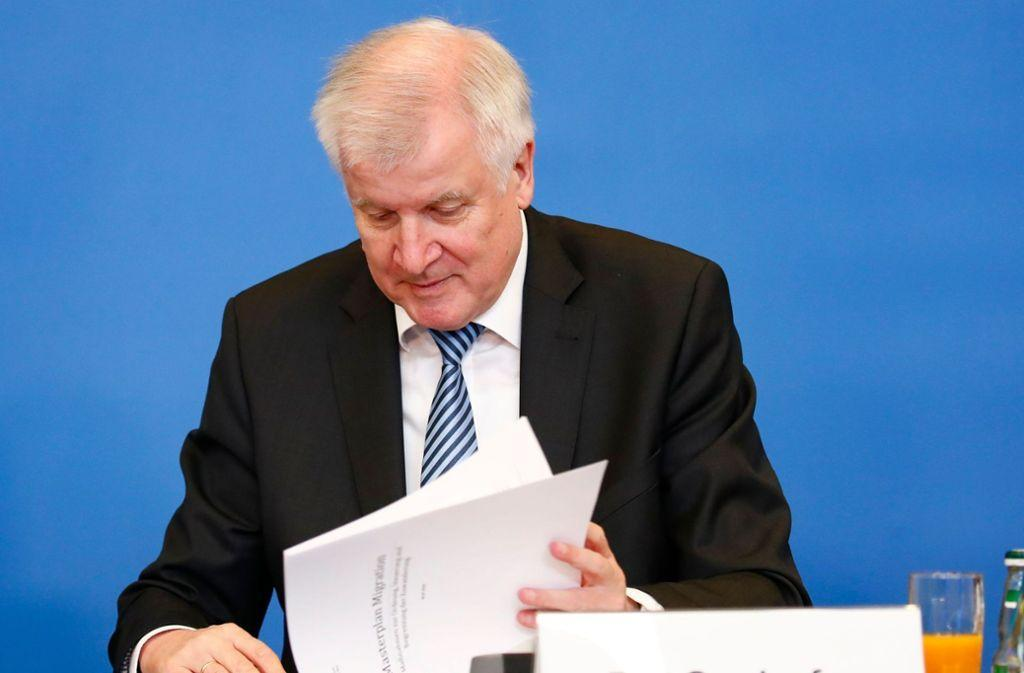 "Horst Seehofers ""Masterplan #Migration"": #Flüchtlinge sollen Behörden bei Überprüfung helfen https://t.co/FeY20QKUAt"