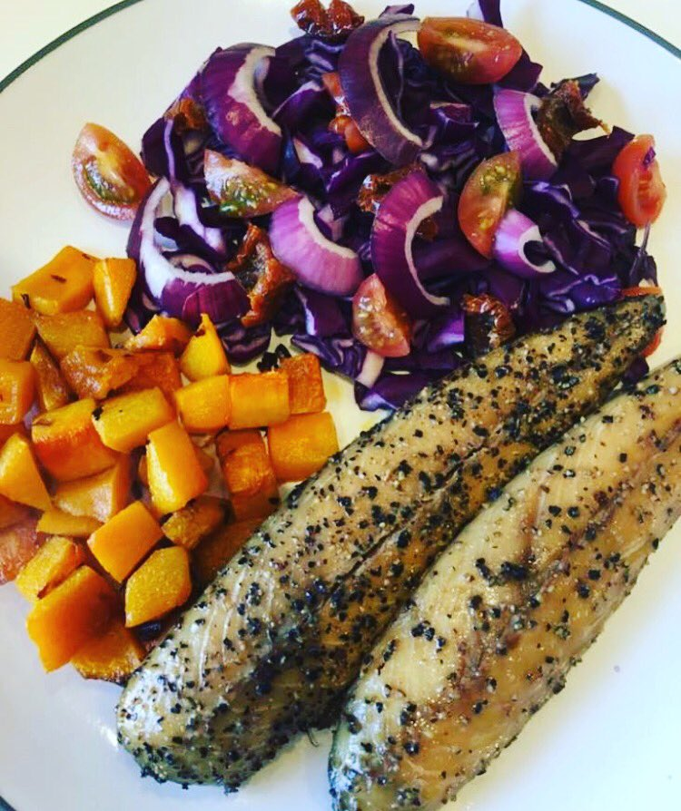 #Lunch - mackerel, roasted butternut squash, purple salad 🍴  Anyone else eating clean? https://t.co/RSpZP1NAaL