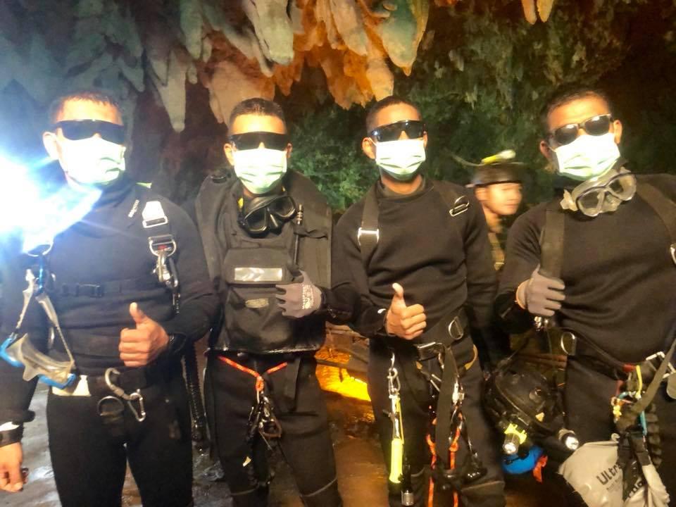 All 4 Thai Navy SEALs came out safely. #hooyah #ThaiNavySEALS   นัลรักกกก #ThailandCaveRescue  #ถ้ำหลวง #พาทีมหมูป่ากลับบ้าน <br>http://pic.twitter.com/zshCVVjhje