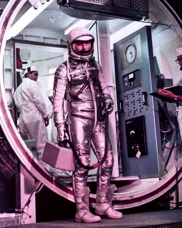 Walk thru the orb! #JohnGlenn prepares for his Friendship 7 flight to become the 1st  to orbit . The Mercury 6 Atlas launch vehicle arrived at #CapeCanaveral in Nov '61 &amp; was hoped to fly the same year as the USSR. Hardware problems delayed to Feb '62. Worth the wait! #nasa<br>http://pic.twitter.com/uIrwlTODRc