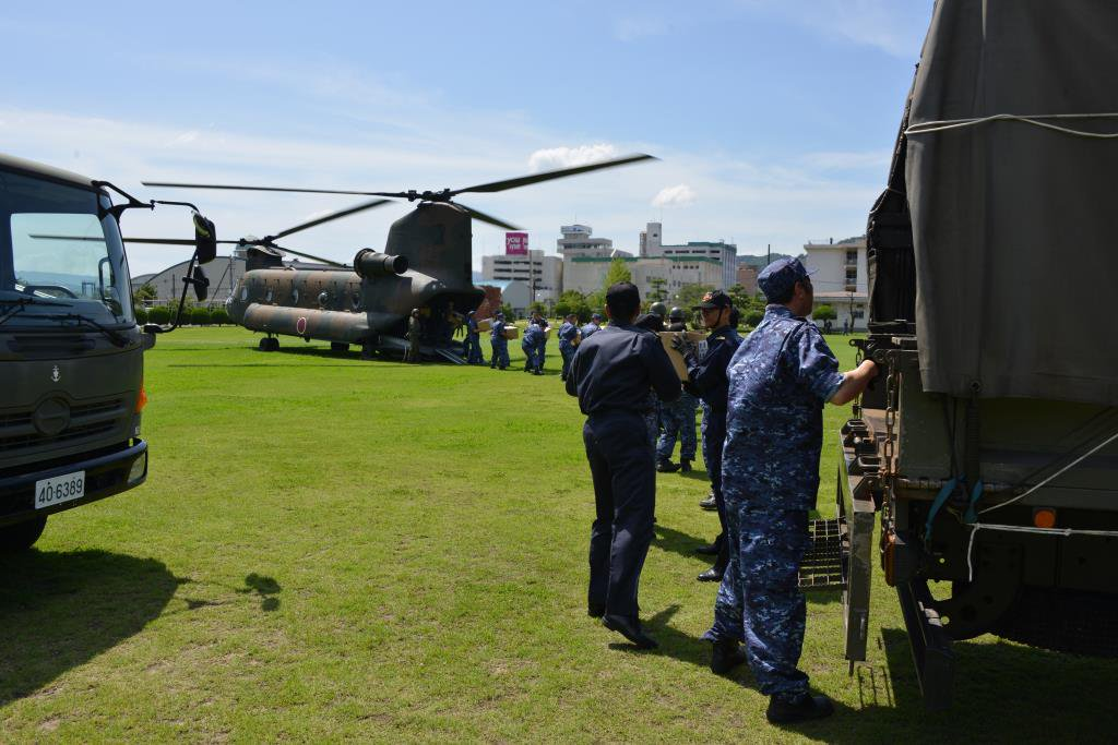 7月10日、広島市からCH-47へ大量に搭載されたパンは、呉市に輸送されました。