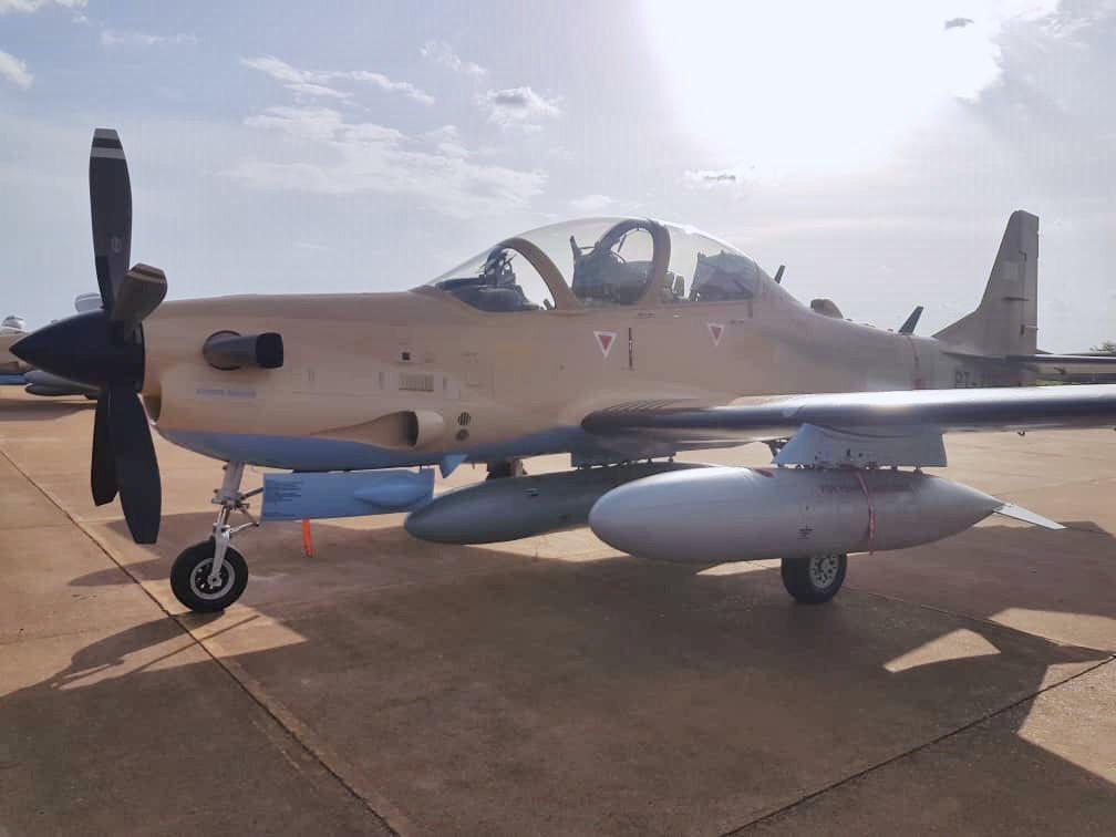 مالي تتسلم 4 طائرات Embraer EMB 314 Super Tucano Dhy9Cu1WkAAOLrd