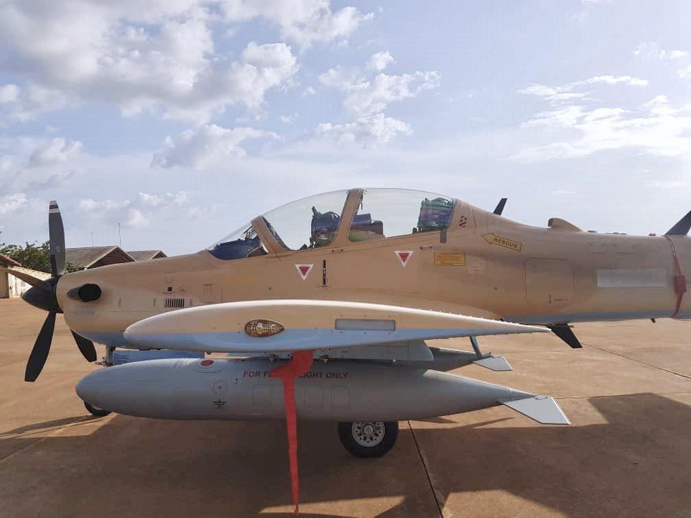 مالي تتسلم 4 طائرات Embraer EMB 314 Super Tucano Dhy9CvAW0AAUu9N