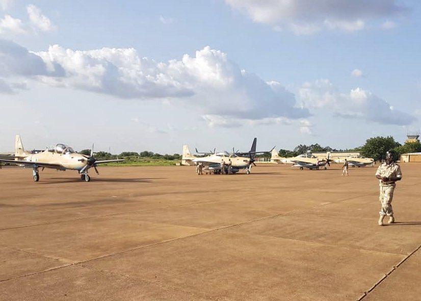 مالي تتسلم 4 طائرات Embraer EMB 314 Super Tucano Dhy9CvBX4AEtpuS