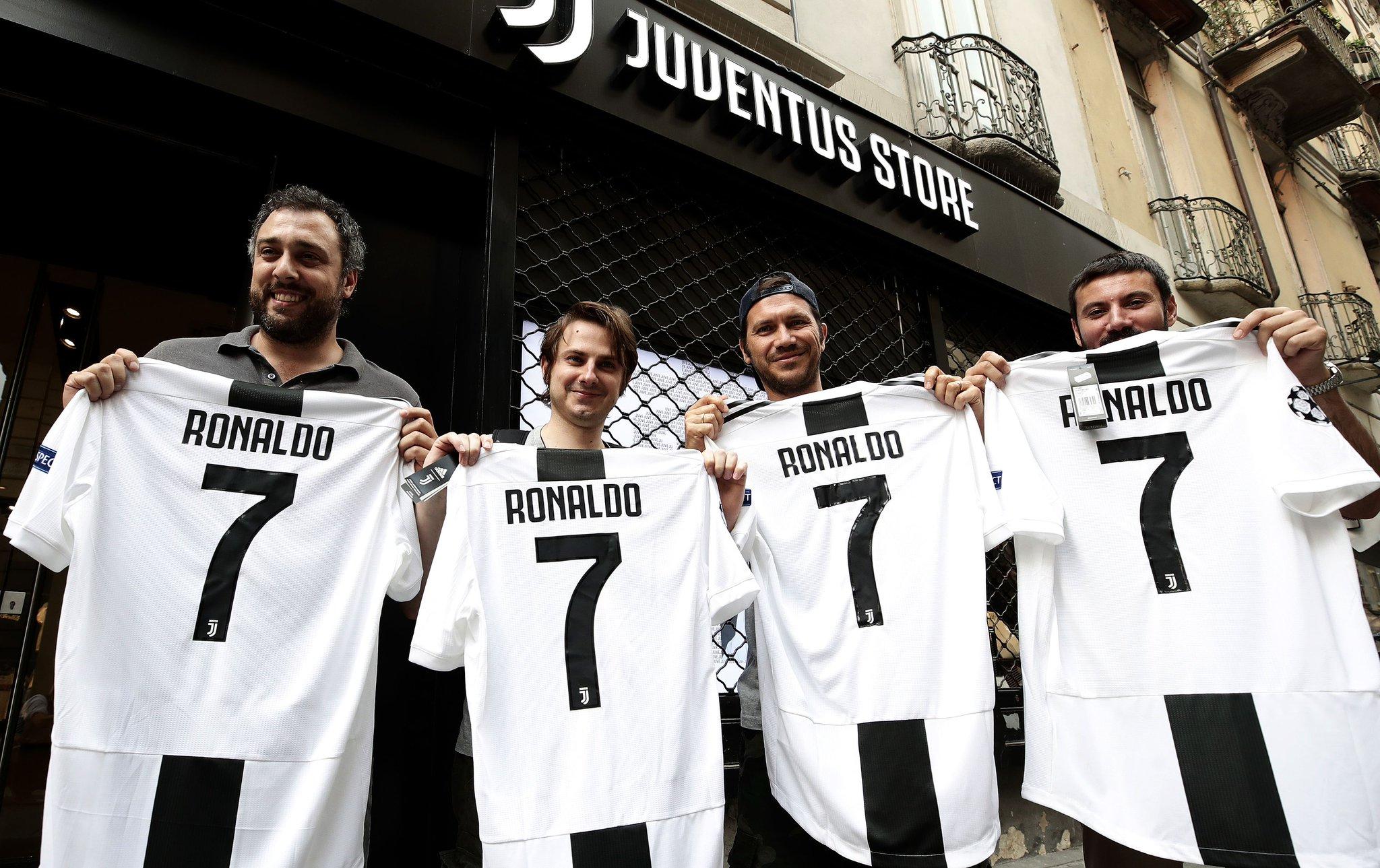 BẢN TIN 0H 12/7: Ronaldo gây bão ở Italia