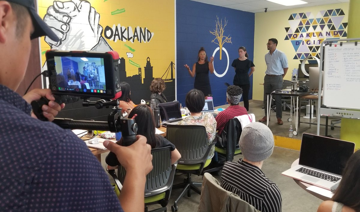 BREAKING: The @ObamaFoundation visits @OaklandDigital - engages with our summer 2018 apprenticeship cohort and speaks with our Staff &amp; Exec. Dir. about #BRIDGEGOOD platform, #Opportunity work, and #Design Careers in #Tech! Join our #creativity movement,  http://www. bridgegood.com  &nbsp;  <br>http://pic.twitter.com/OFoucRlMTe